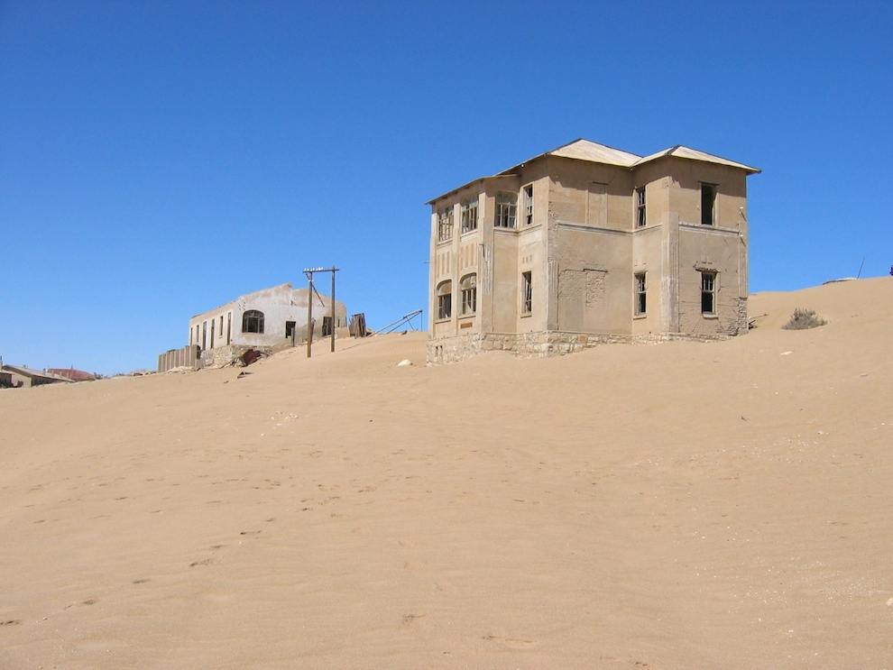 Kolmannskuppe - sinking in sand