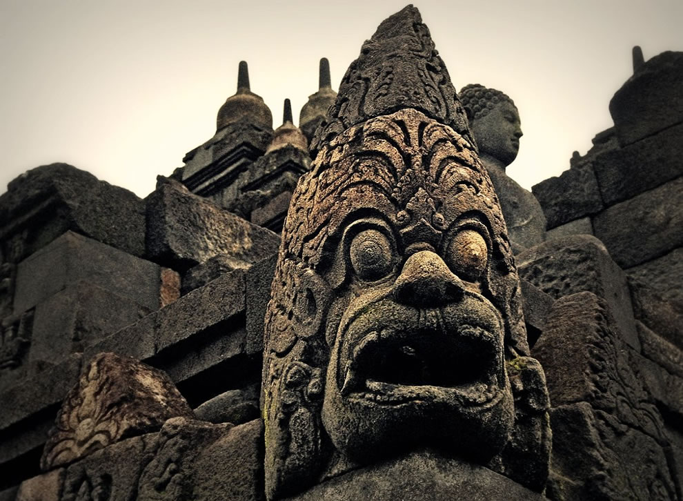 Borobudur (in Javanese barabudhur or barabudur) is a Buddhist Stupa with silhouette piramidiforme related the Mahāyāna tradition, and is the largest in the world Buddhist monument - INDONESIA JAVA YOGYAKARTA BOROBUDUR