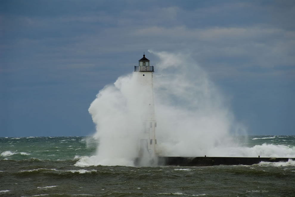 Monster waves at Frankfort Michigan