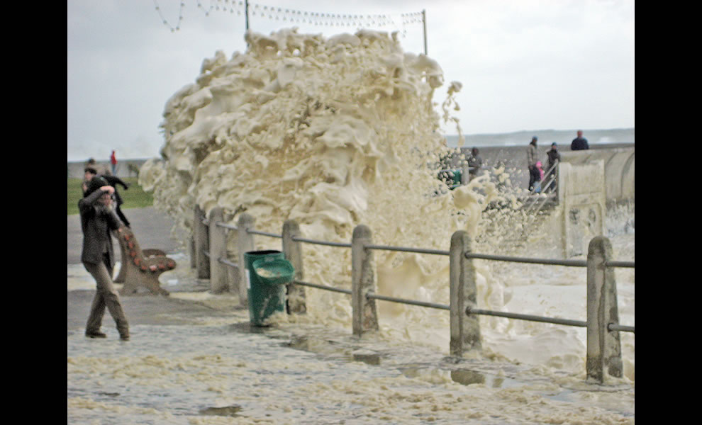 Sea Point Storm - Foam monster attacking the public!