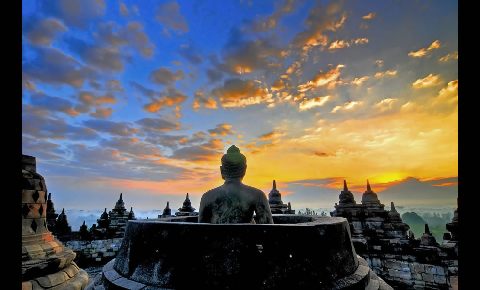 yogyakarta - borobudur stupa sunrise