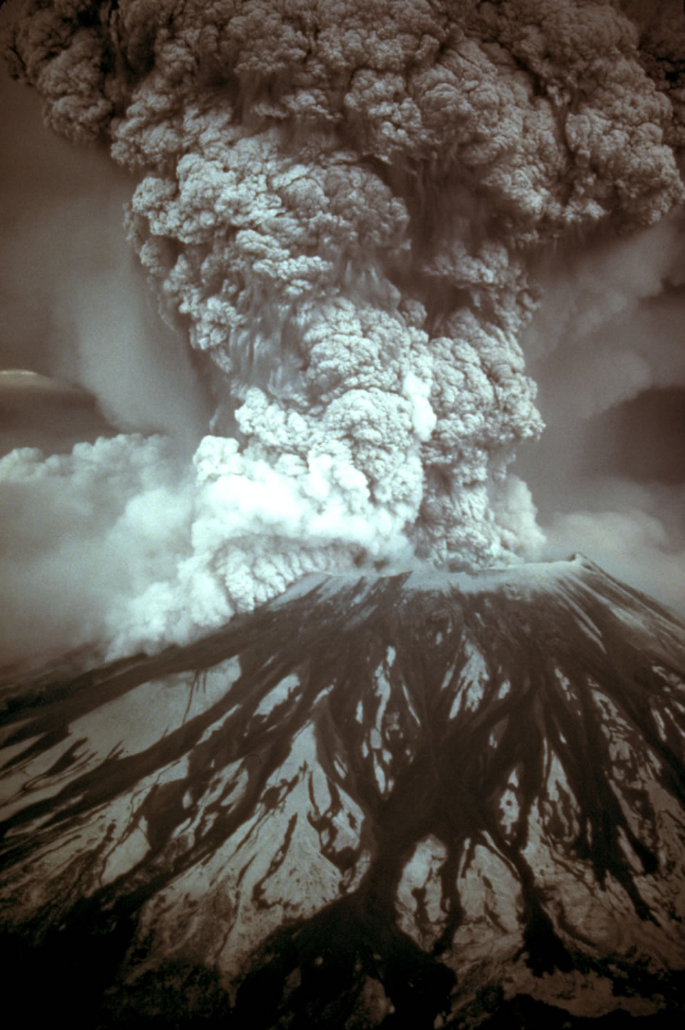 1300 feet of mt st helens peak blew outwards 5-18-80