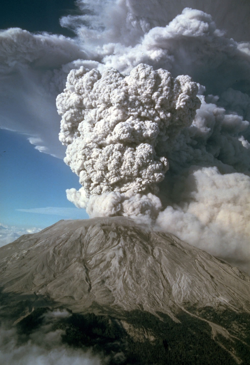 After May 18th five more explosive eruptions of Mount St. Helens occurred in 1980, including this spectacular event of July 22nd