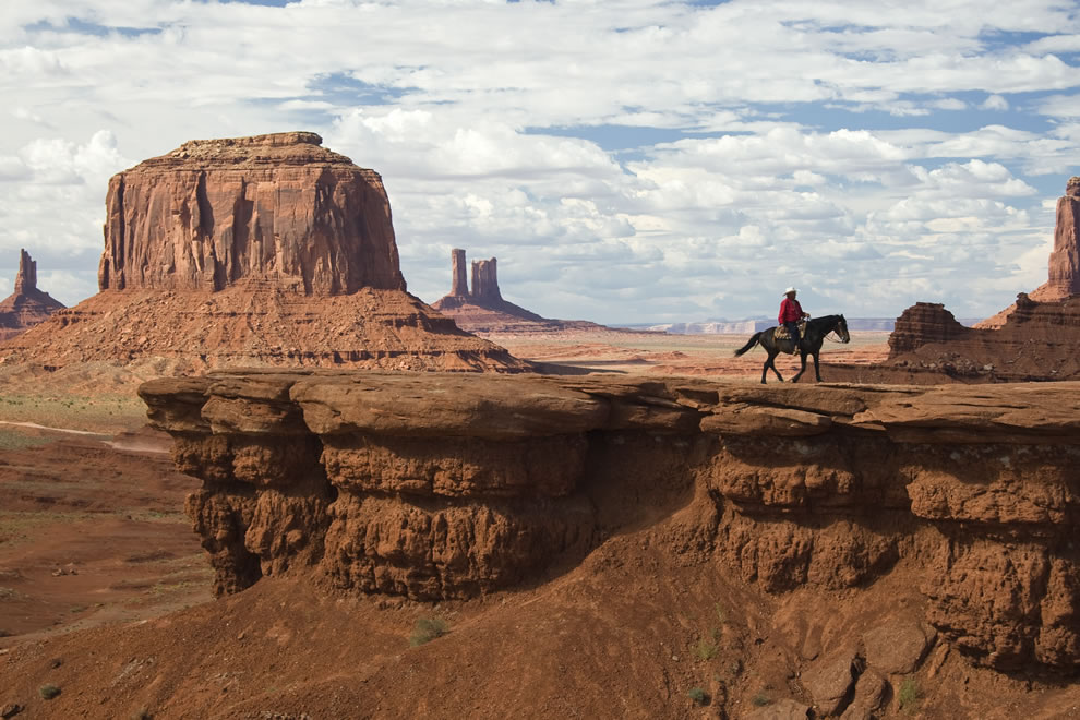 Man on horse - Wild West - Monument Valley Arizona - Utah