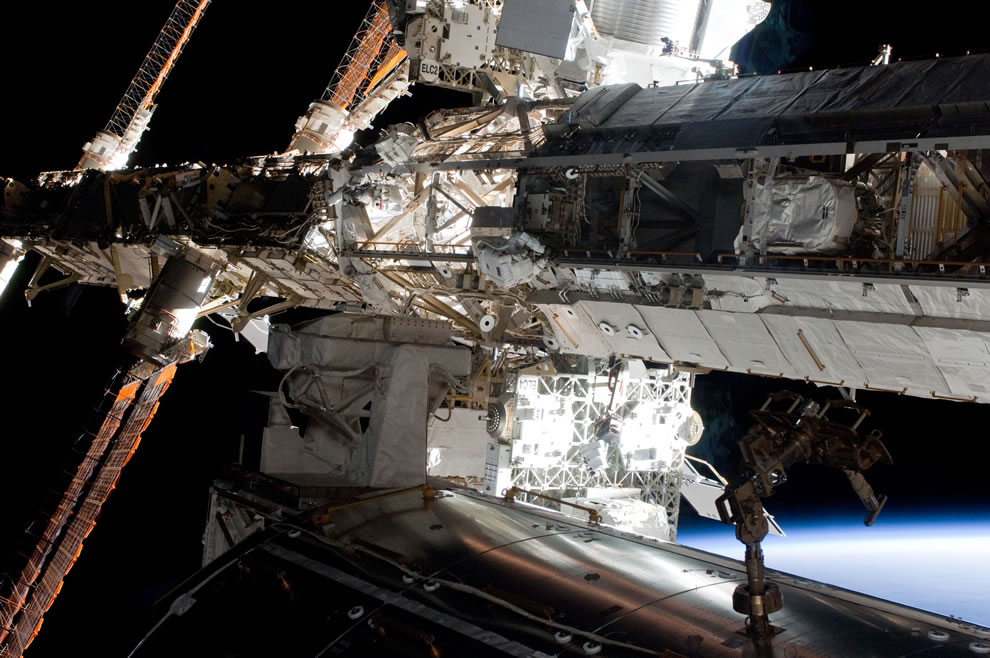 May 20 astronauts Andrew Feustel and Greg Chamitoff work on ISS
