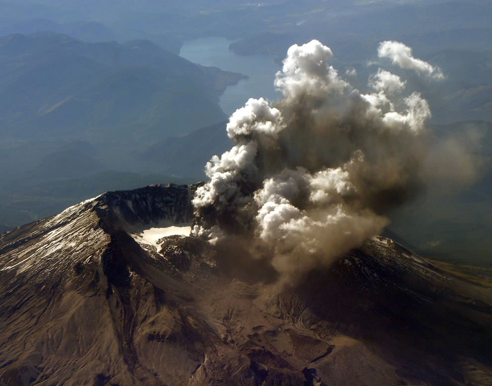 Mt. St. Helens, Wash. (Oct. 1, 2004) – Mount St. Helens emits a plume of steam and ash from an area of new crevasses in the crater glacier south of the 1980-86 lava dome