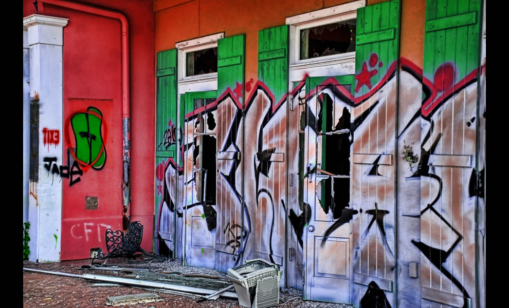 Six Flags - New Orleans, LA - graffiti and broken windows