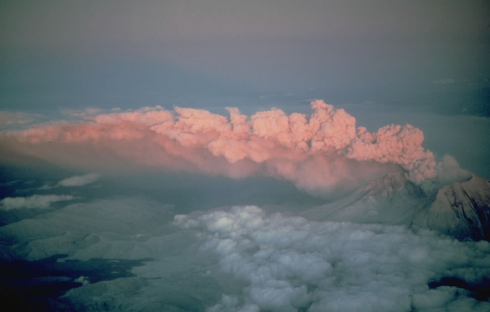 Sunset on  July 22, 1980 eruption of Mount St. Helens, as seen from the northwest