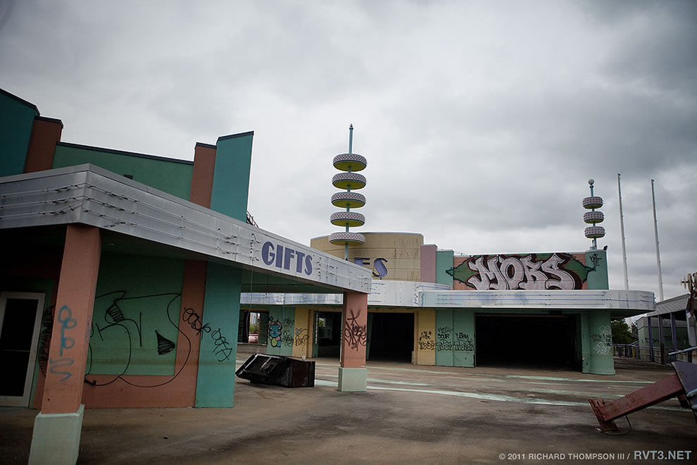 arcade area at Abandoned Six Flags &#039;Jazzland&#039; Park, 2011