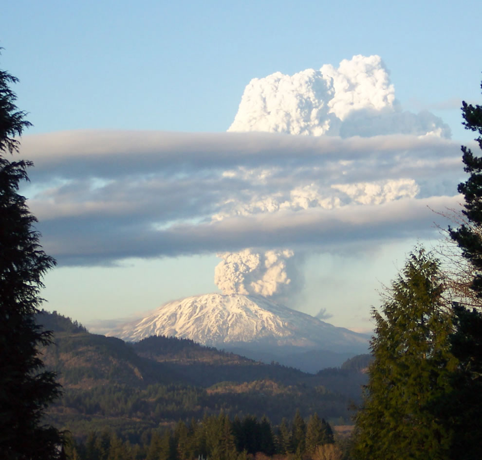 south face of Mt St Helens during the eruption of March 8, 2005