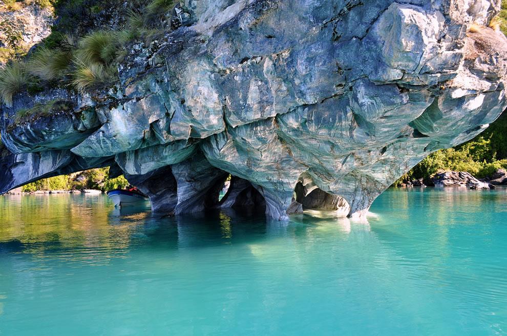 Lugares de ensueño: las cuevas de mármol en la Patagonia