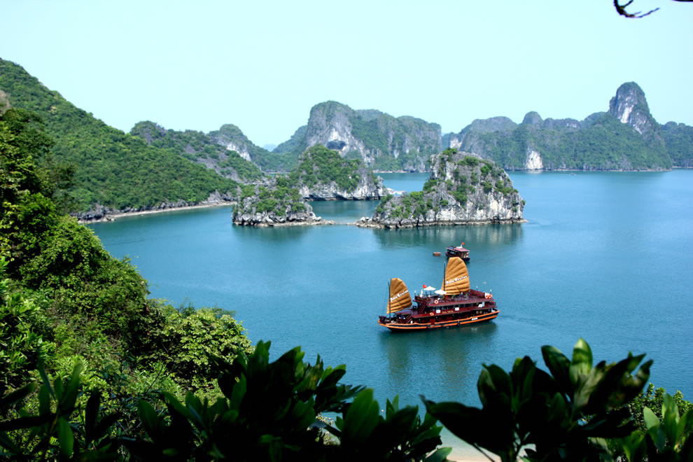 Trekking Travel&#039;s Asia Cruise in Halong Bay