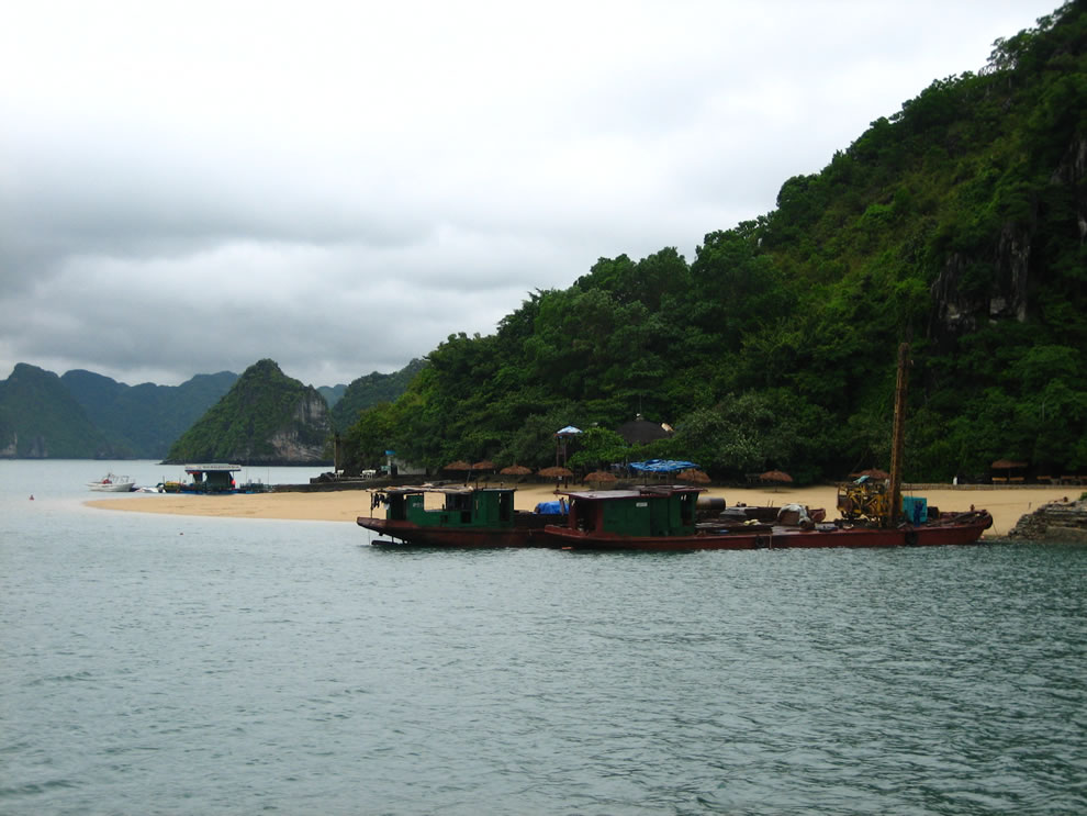 Way to the Titop Island in Ha Long bay