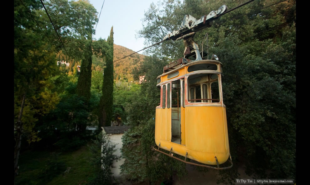 yellow cabin to abandoned cable lift in Gagra
