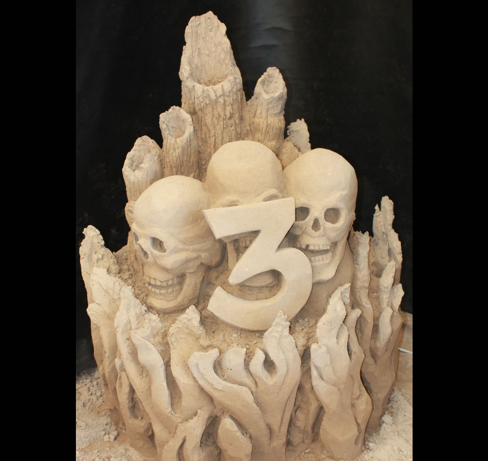 Evil sand sculpture entering Circle 3 of Dante's Hell