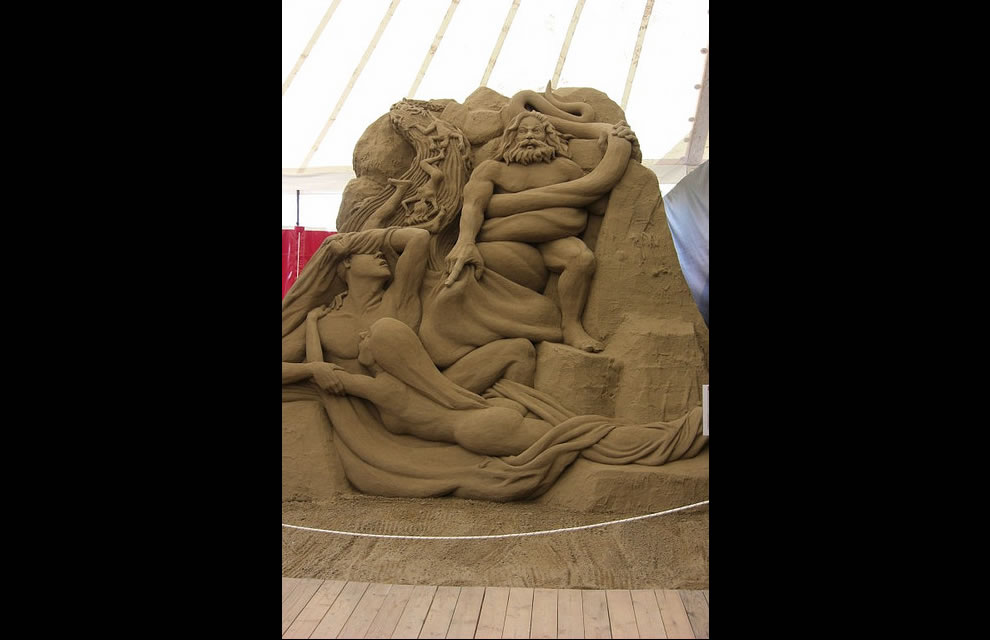 Jesolo Dante's Inferno Circle 2 The Lustful sand sculpture