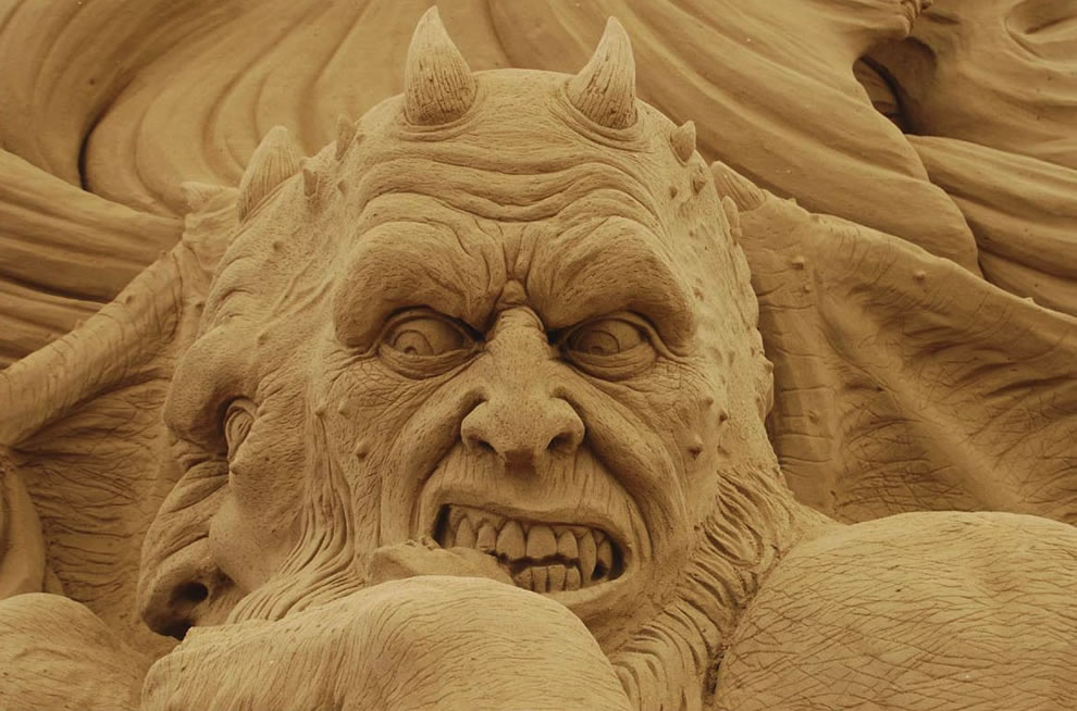 sand demon sculpture - Dante&#039;s Inferno