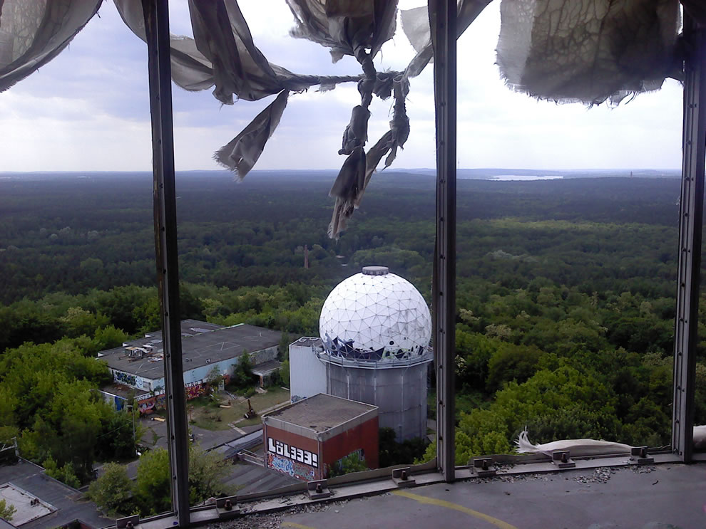 2011 abandoned US Listening Station tower in Teufelsberg, Berlin
