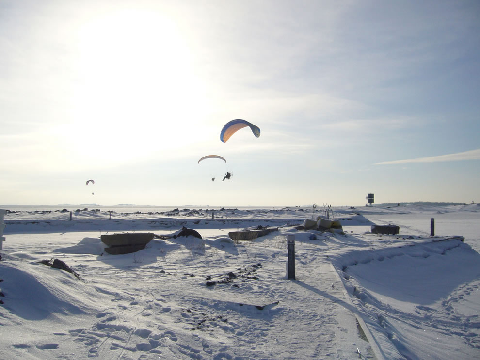 Brrr powered paragliders in flight