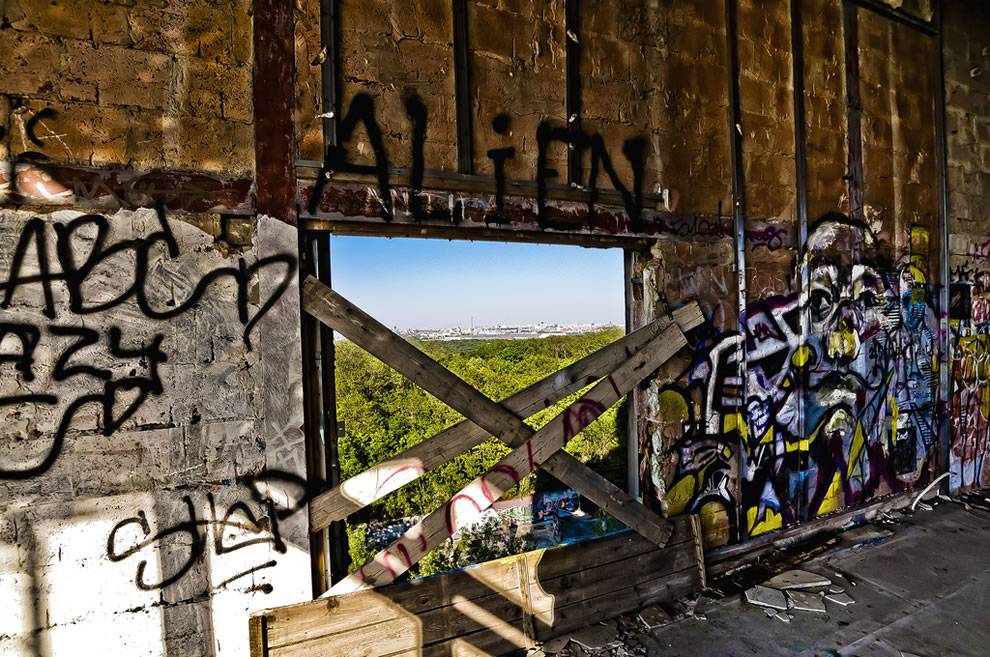 abandoned Teufelsberg graffiti previous NSA ears station