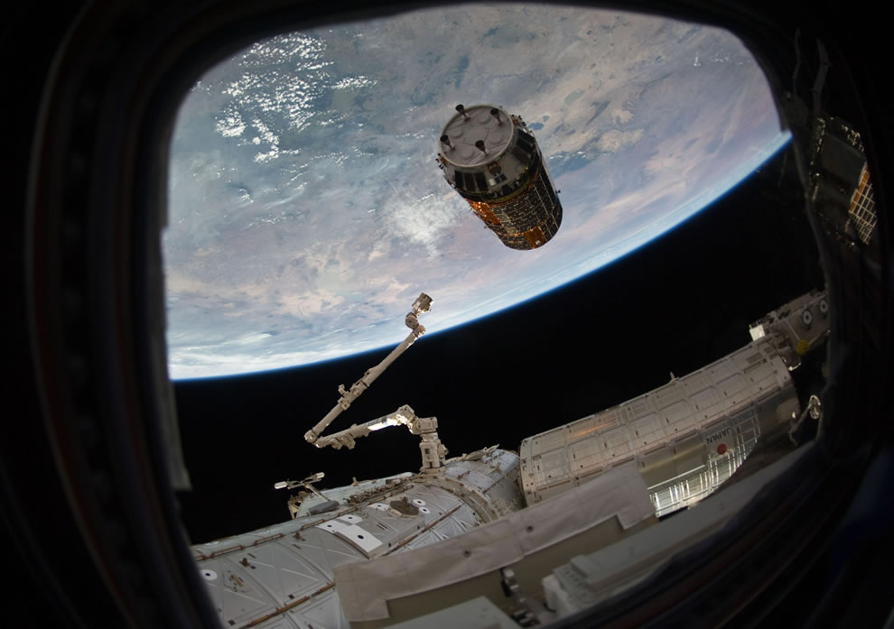 Kounotori2 Approaches Space Station
