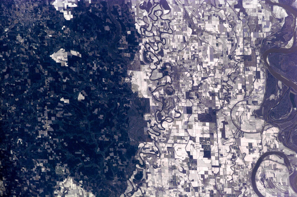 Mississippi River and agricultural fields of Arkansas from ISS