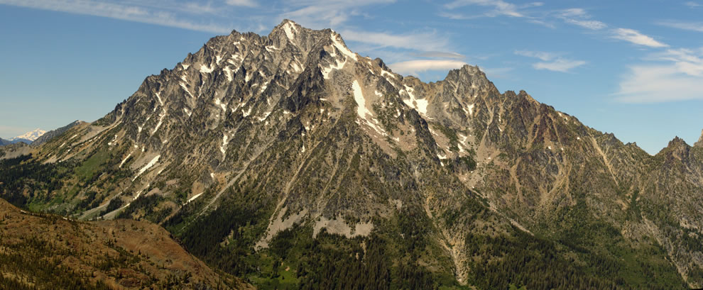 Mount Stuart (9415 feet, 2870 m, left center); Glacier Peak (glacier covered, extreme left, behind); Sherpa Peak (8605 feet, 2623 m, right center)