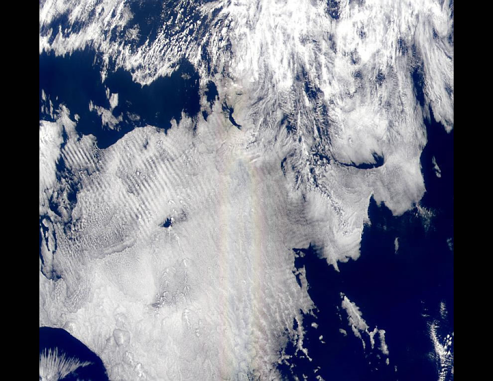 Rainbow over the equatorial Pacific