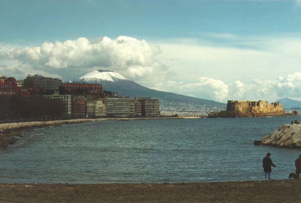 Castel dell 'Ovo, seen from Mergellina