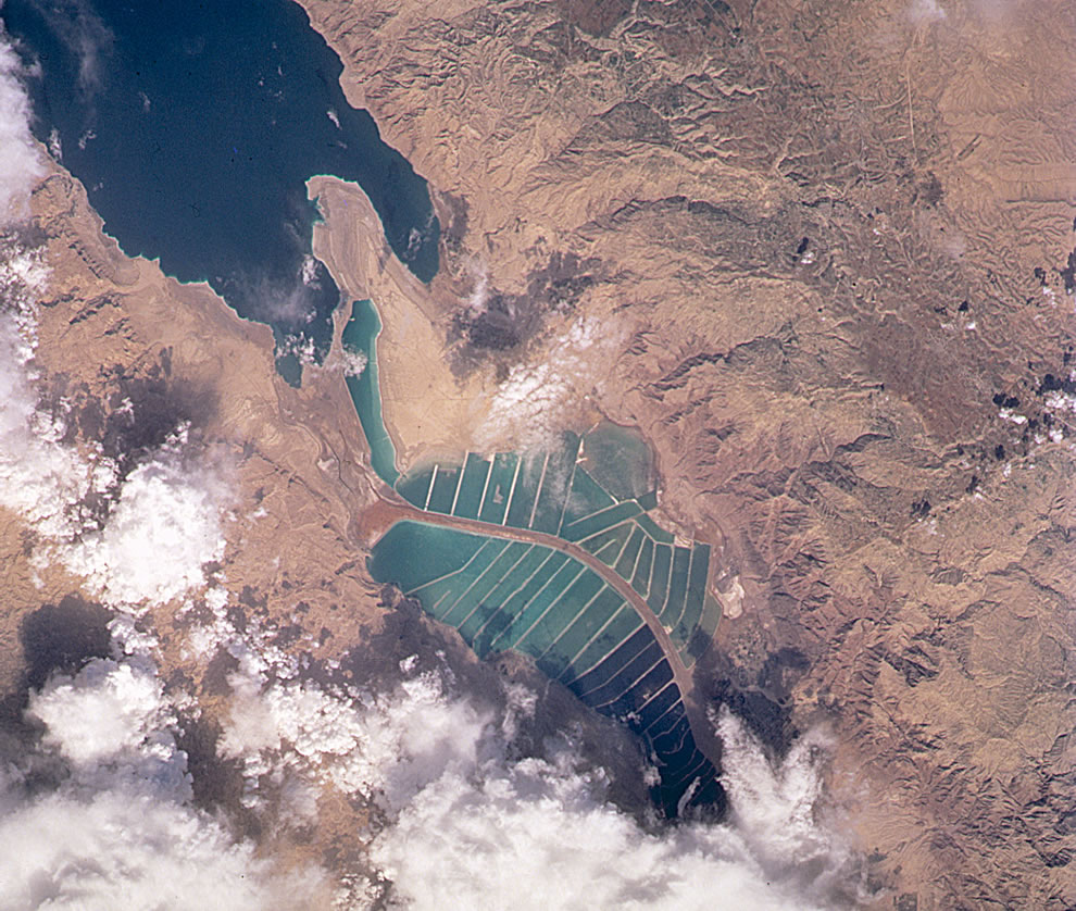 Satellite image from 2001 of Dead Sea salt evaporation ponds - Israel - Jordan