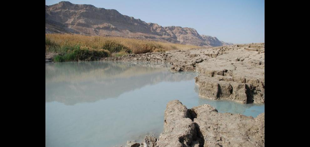 dead sea lake אגם חורף ליד ים המלח