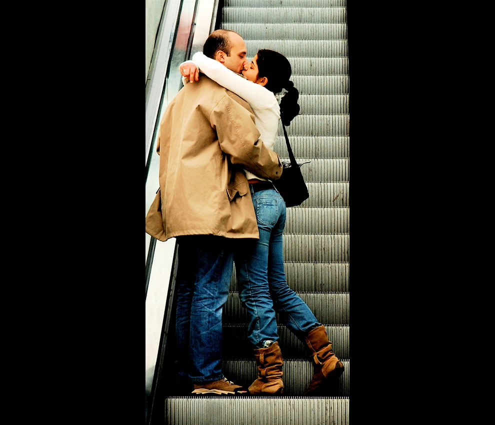 Escalator Kiss, Portugal