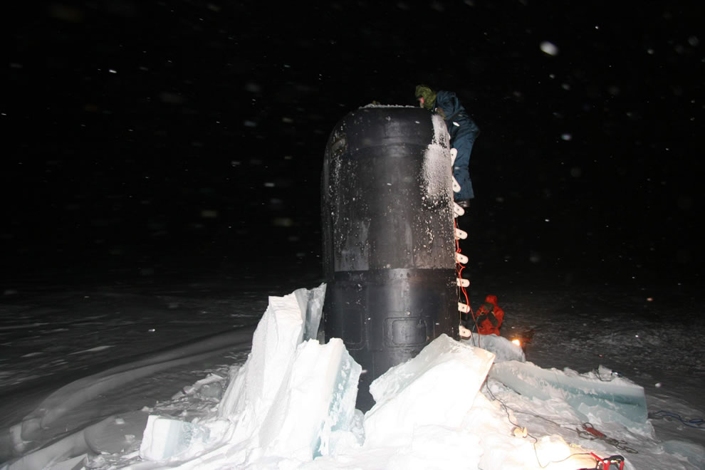 USS Charlotte at the North Pole in 2005