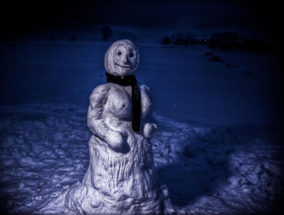 Calvin & Hobbes-esque Susie's Anatomically correct snow-woman