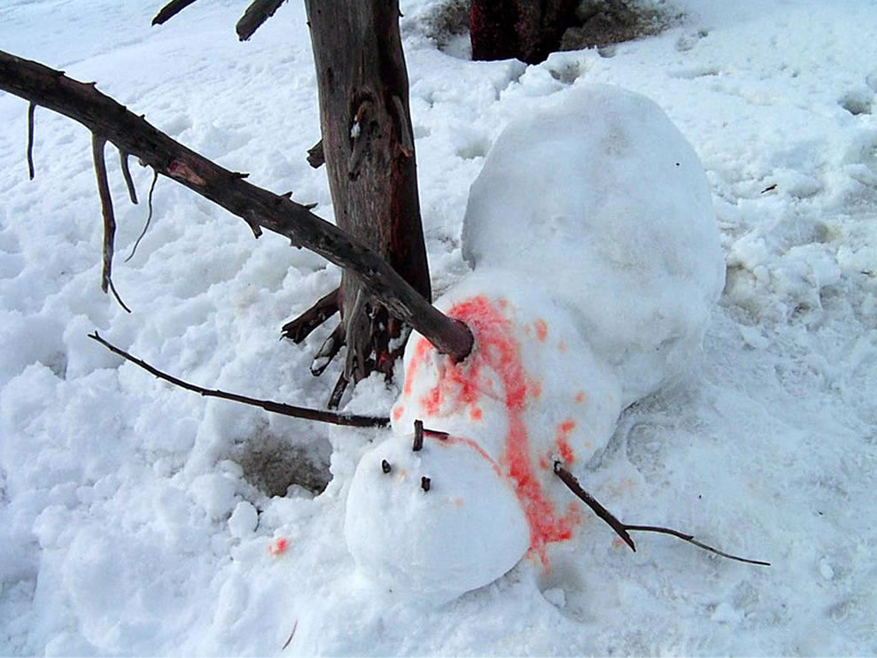 Snowman nightmare -- Dead -- Calvin and Hobbes-esque murdered snowman