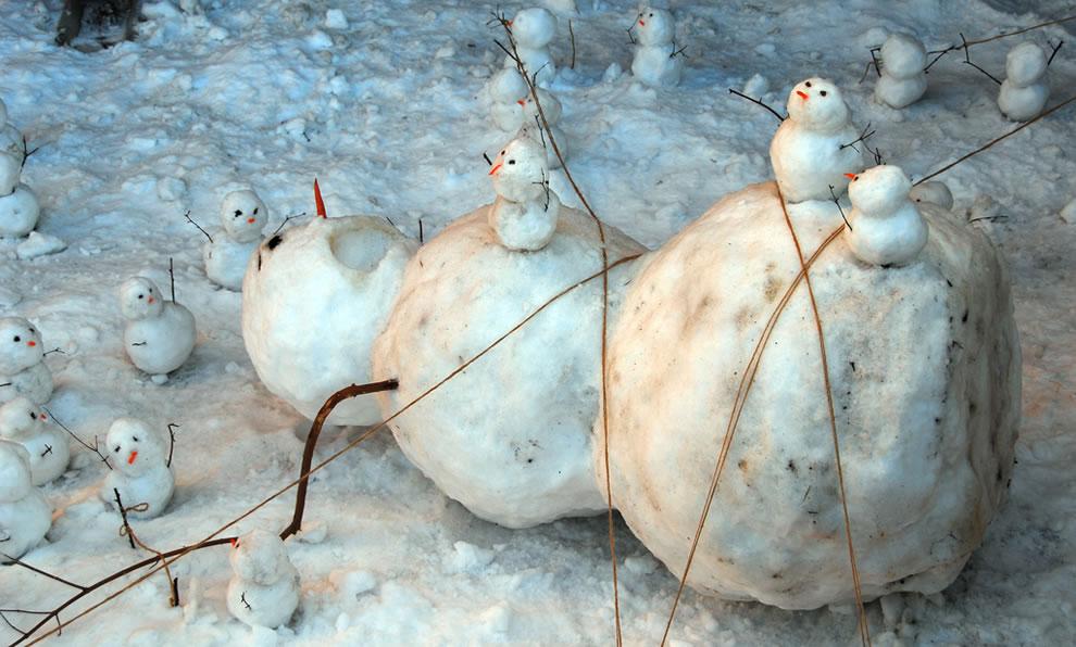 The snowmen rebel -- Calvin & Hobbes