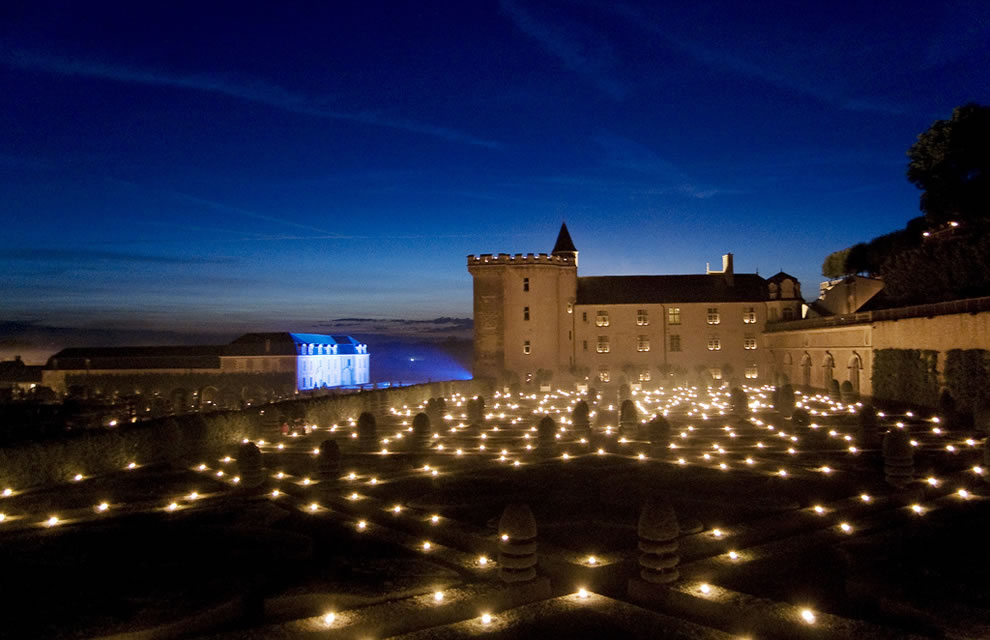 Les Nuits des Mille Feux 2000 candles light up the Château and gardens