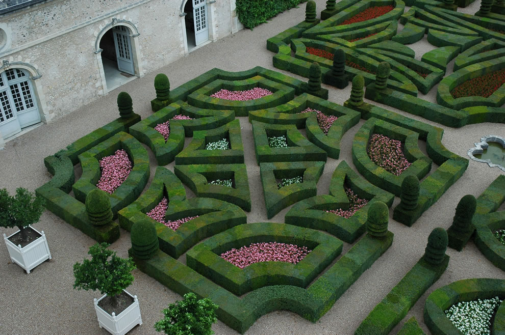 Renaissance Villandry Garden of Love -- Fickle Love quadrant