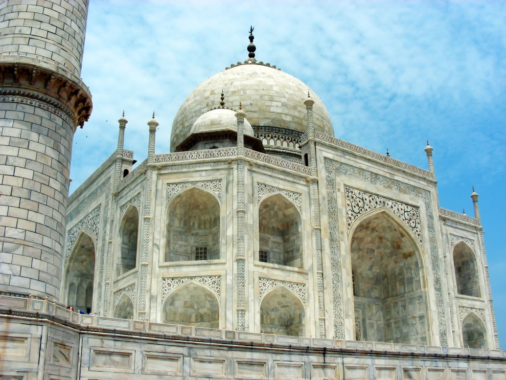 Taj Mahal sideview