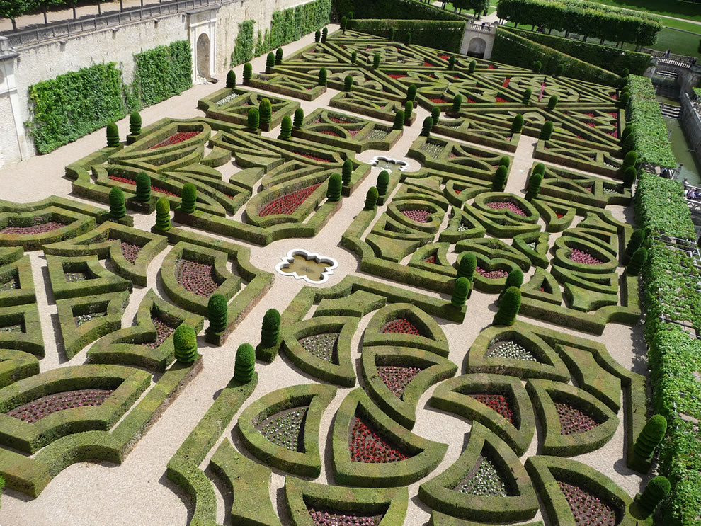 gorgeous gardens of Chateau de Villandry