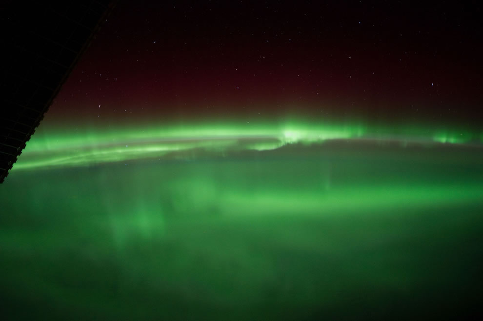 A &#039;Green Sea&#039; of Aurora Borealis (NASA, International Space Station, 01-25-12)