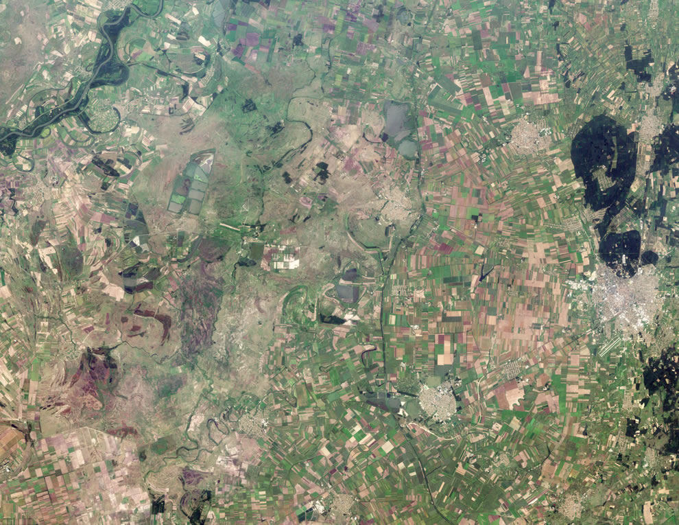 Agricultural fields radiate away from the well-defined outer boundaries of Hajdúböszörmény, Hungary