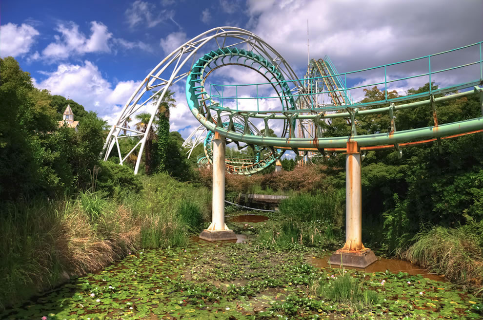 Screw rollercoaster at abandoned Nara Dreamland, Japan