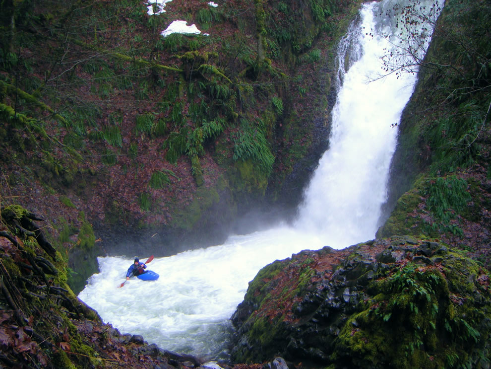 Kayaking down Bridal Veil Falls , Oregon, Columbia River Gorge