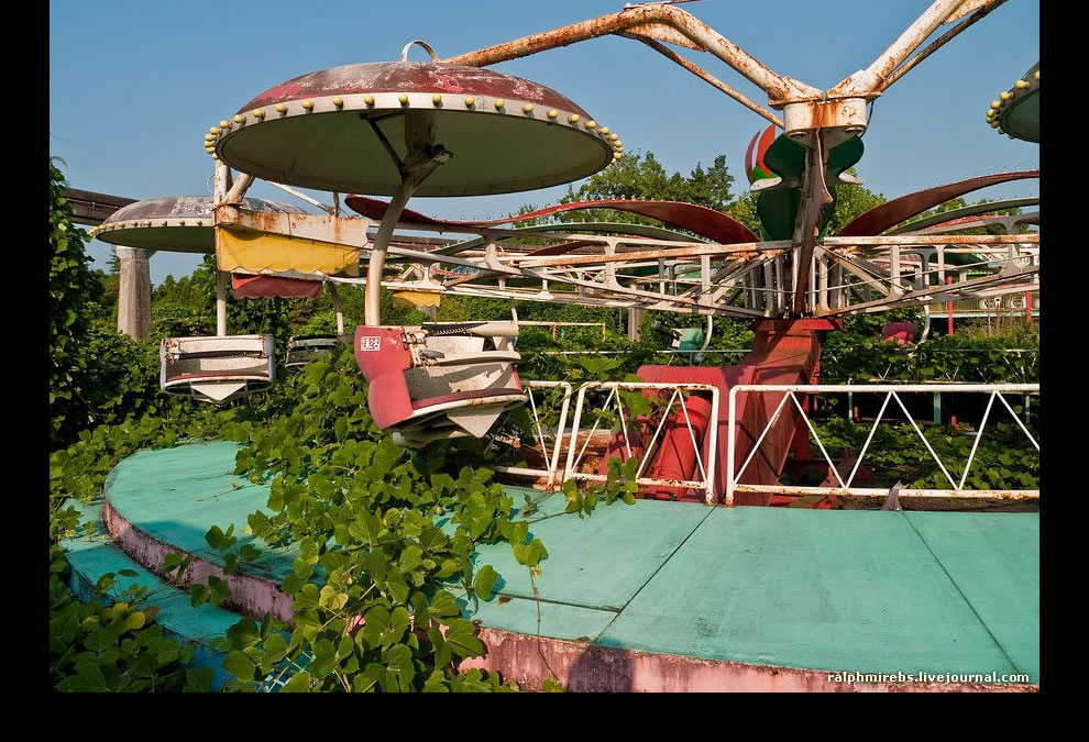 Nature reclaiming Nara Dreamland in August 2011