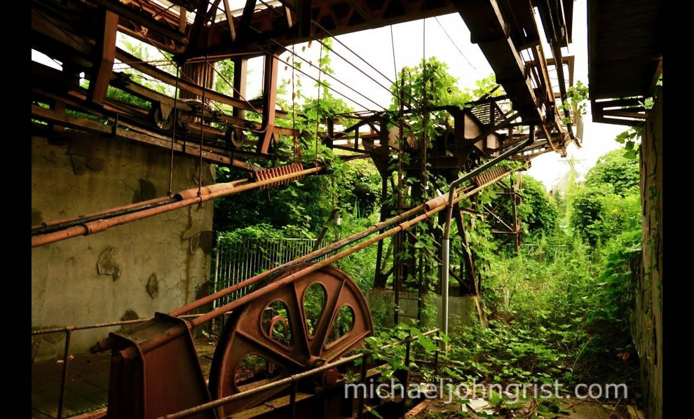 abandoned nara dreamland rusted cable car machinery