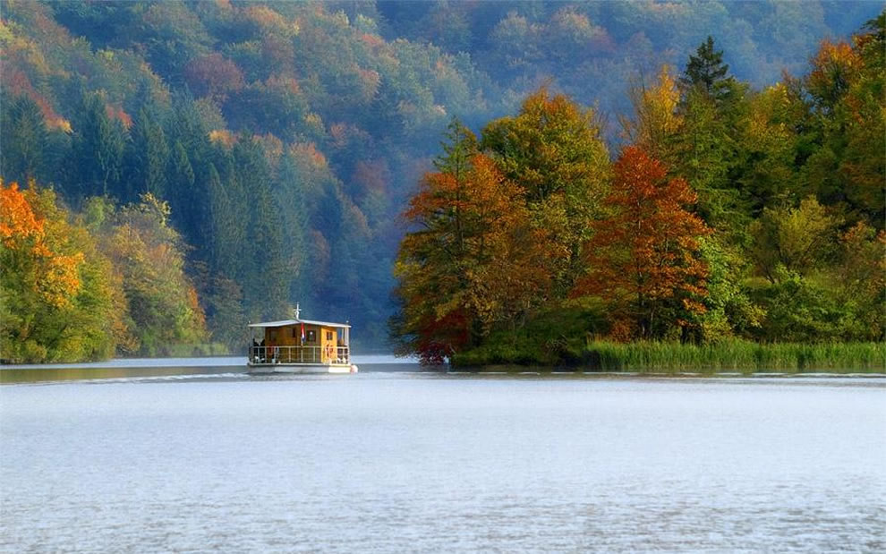 Enjoy the silence -- Plitvice lakes in autumn