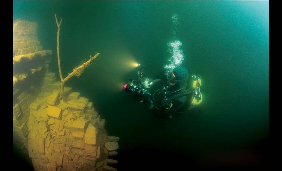 International archeologists said the submerged Lion City was an underwater &#039;time capsule&#039;