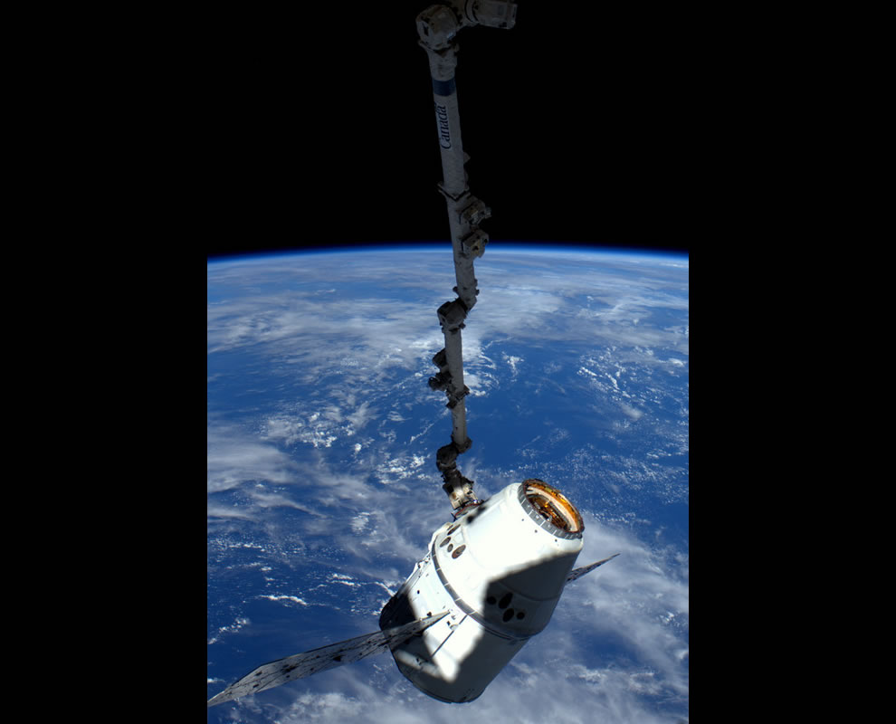 Maneuvering Dragon to the docking port