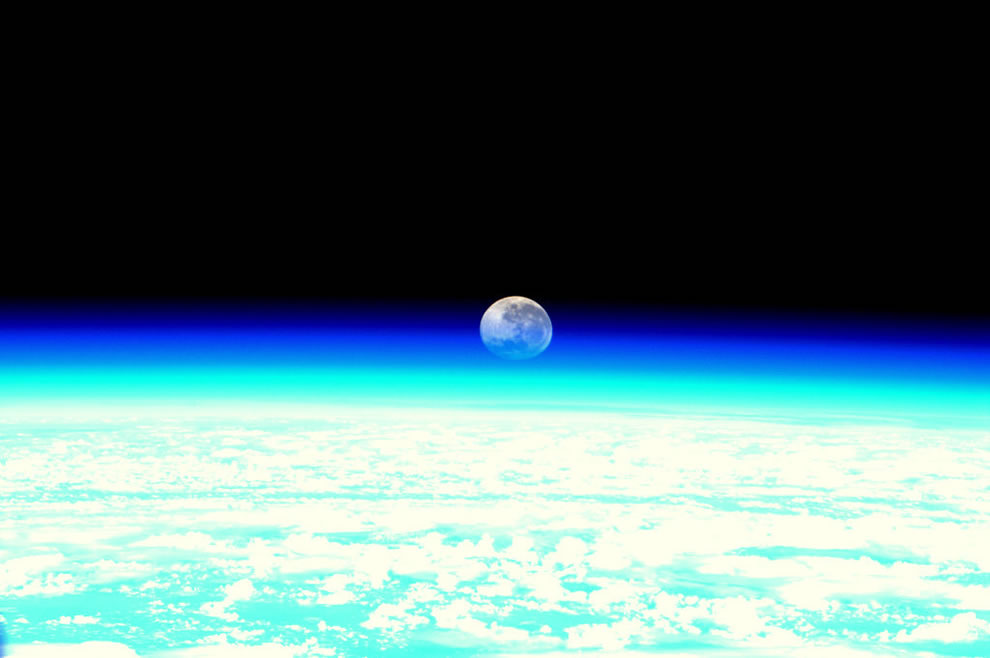 Moonset, as seen from the ISS